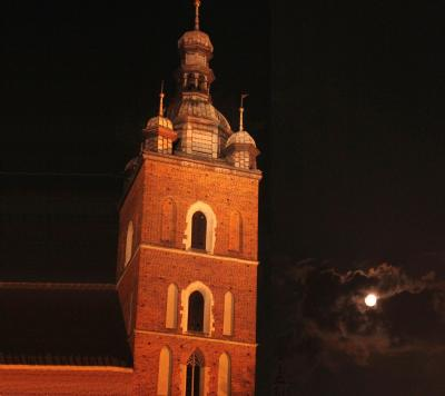 Mariacki Tower by night